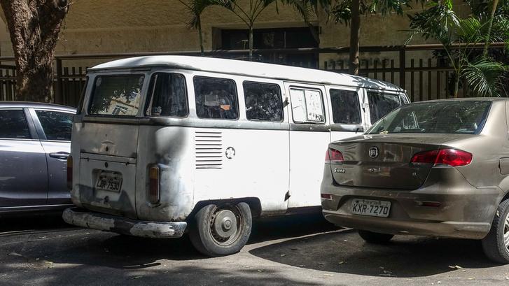 Transporter fanek dörzsöljétek a szemeteket csak... Igazi, T1-es busz parkol, kár, hogy rátákolták a T2-es hátsó lámpáját