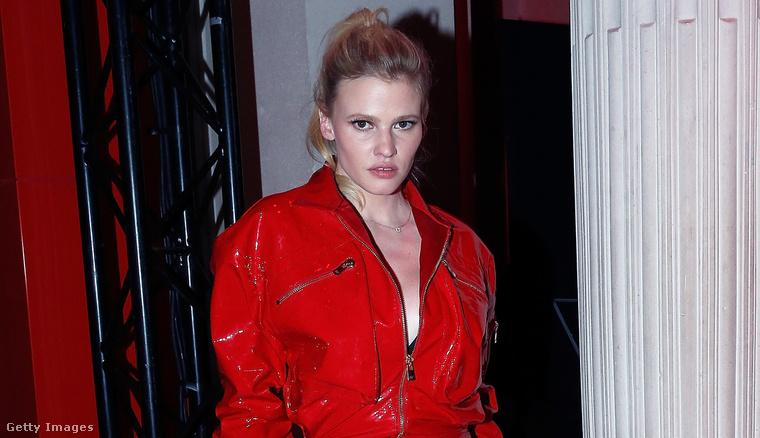 A második: Lara Stone modell.