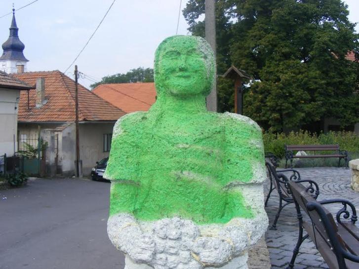 ronglt szobor