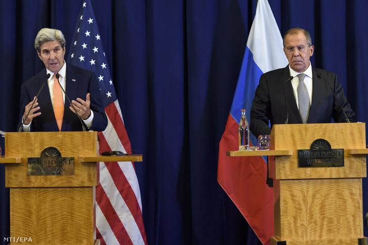 John Kerry amerikai külügyminiszter (b) és Szergej Lavrov orosz külügyminiszter sajtóértekezletet tart miután a szíriai helyzetrõl tárgyaltak Genfben 2016. szeptember 10-én.
