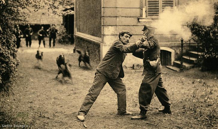 Rendőrkutyák kiképzése Asnières-sur-Seine településen, Franciaországban, az 1910-es években