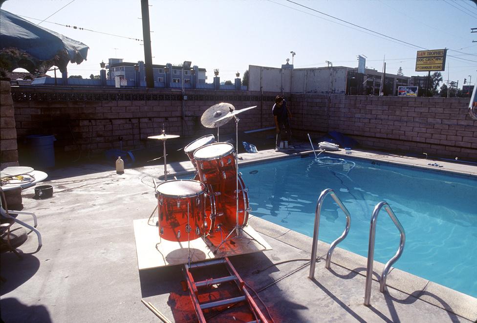Kirk Weddle nemcsak az akkor négyhónapos Spencert fényképezte, hanem kicsivel később a teljes Nirvanát is. A vízalatti fotóst a kiadó kérte fel mindkét alkalommal, és amíg a babás képeket imádták, addig a Nirvana-tagokról készült fotókkal rendkívül elégedetlenek voltak.