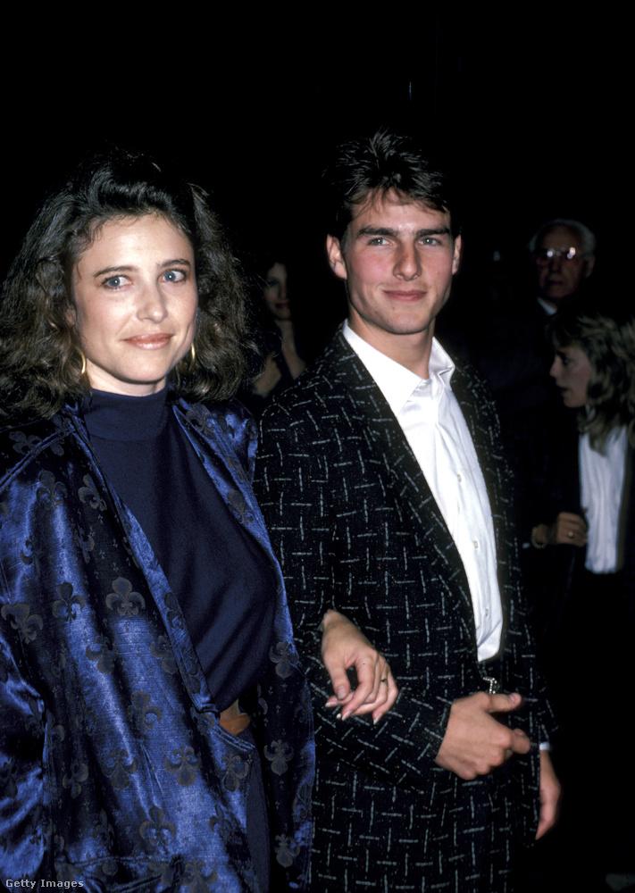 Az ő helyzetük azért is igen ironikus, mert épp Rogers volt az, aki 1990-ben bevezette Cruise-t a szcientológiába, ő viszont azóta mélyen elhatárolódik az egésztől - Cruise-zal ellentétben, aki a vallás rabjává vált