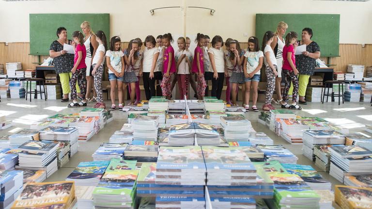 Az állami tankönyvek teljes hatalomátvételétől tartanak a kiadók