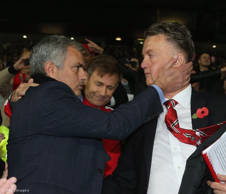 Mourinho és Van Gaal, amikor a portugál még a Chelsea-t edzette
