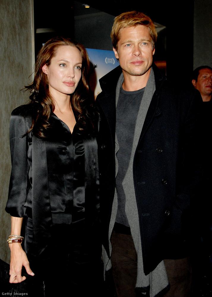 Brad Pitt pedig évekkel később, 2008-ban a Rolling Stone-nakmondta el, hogy a forgatás alatt szerettek egymásba Jolie-val.