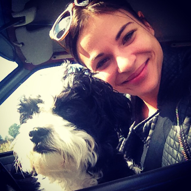 Nádai Anikó kutyával pózolt a pont 2 éve indult Instagram oldalán.