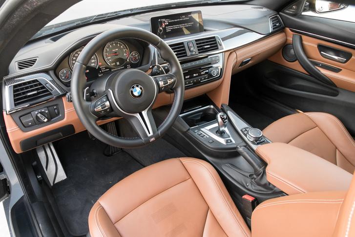 Nem vagyok a BMW beltérdizájn nagy rajongója, de ezt a színösszeállítást eltalálták