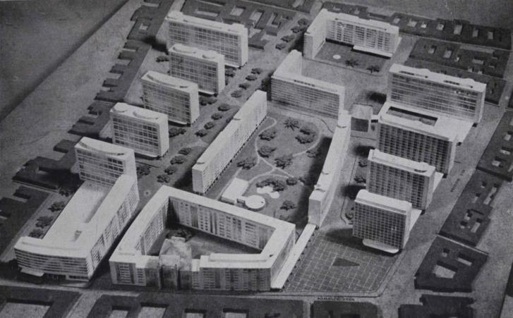 """A tervezett szellős beépítés a szanálás után. Elől a Rumbach Sebestyén utca, középen a zsinagógával. Jobbra a Wesselényi, balra a Király. Átlósan halad a soha meg nem épült Madách út. Az enyhe ívben kanyarodó Dob utcát és a Klauzál teret elválasztó alacsony """"doboz"""" a Kazinczy utcai zsinagóga"""