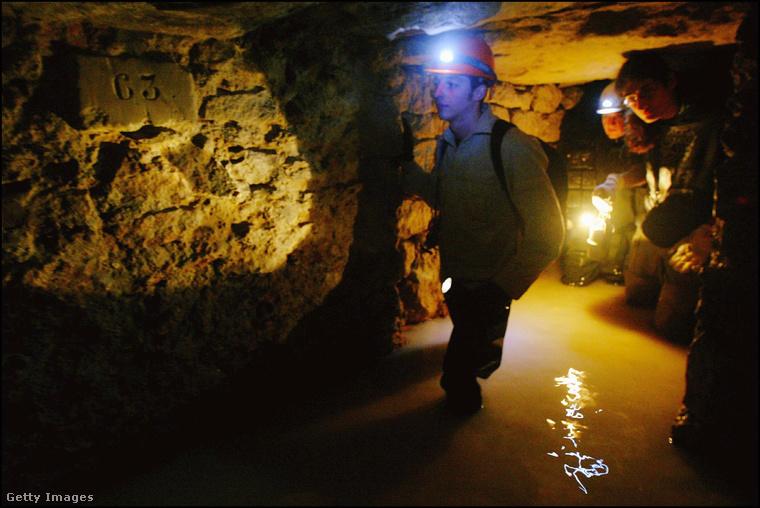 A Párizs alatti katakombákba sokan illegálisan merészkednek le