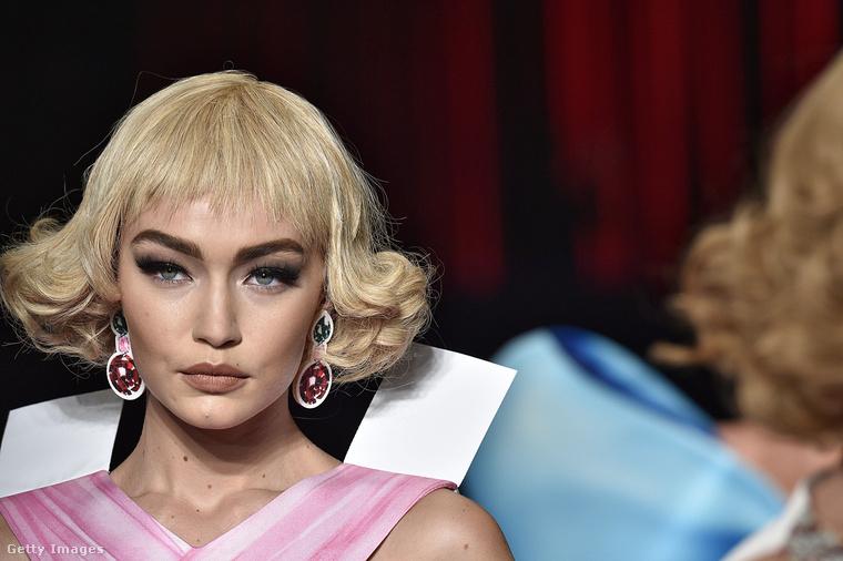 De hasonló frizurát és sminket kapott Gigi Hadid is.