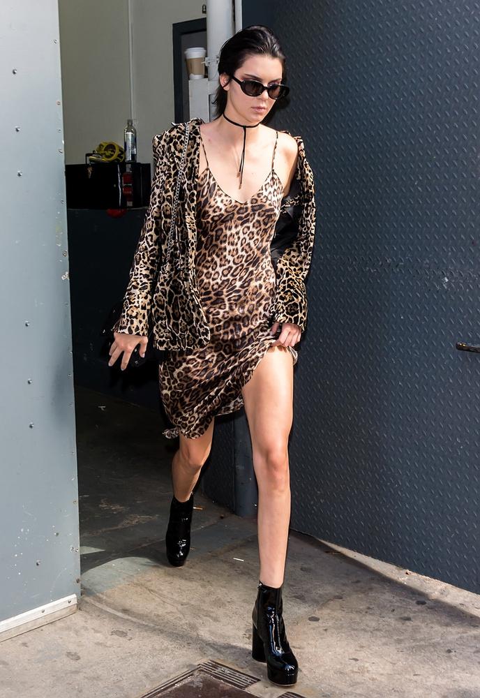 És ha már Jennernél tartunk, meg kell említenünk a legújabb modelltrendet