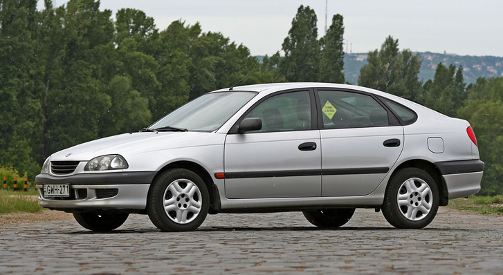 Akkoriban egy felnagyított Corollának tűnt a Liftback