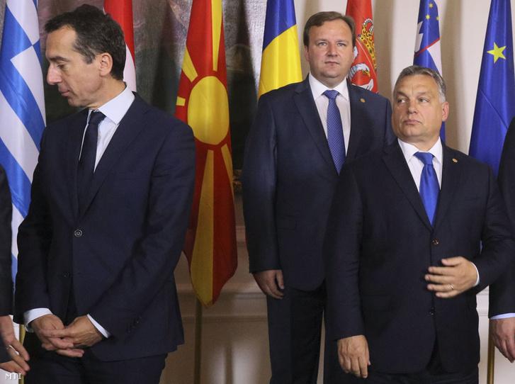 Christian Kern osztrák kancellár (b) Orbán Viktor miniszterelnök (j) és Emil Dimitriev macedón kormányfő az európai menekültügyi válságban leginkább érintett országok bécsi csúcsértekezletén 2016. szeptember 24-én.