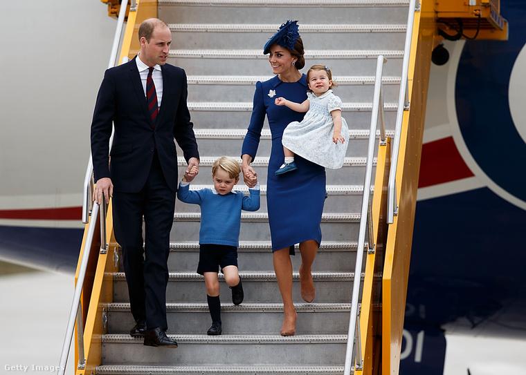Jó, persze, hogyan reagáljon egy kisgyerek, ha egy repülőút után térdnadrágban kell kiszállnia a hidegbe, és még jól is kell viselkedni?