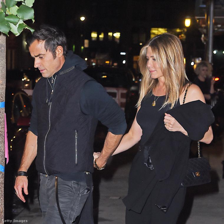 Aniston ugyanis Brad Pitt exe, akit a színész Angelina Jolie miatt hagyott ott.