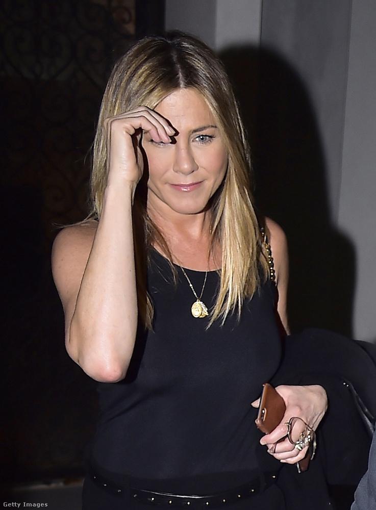 Ha jól sejtjük, Aniston nem is nagyon fog nyilatkozni a témában, hisz Brad Pittel már több mint tíz éve elváltak, így sok köze már nincs hozzá, illetve meg is találta a saját boldogságát.
