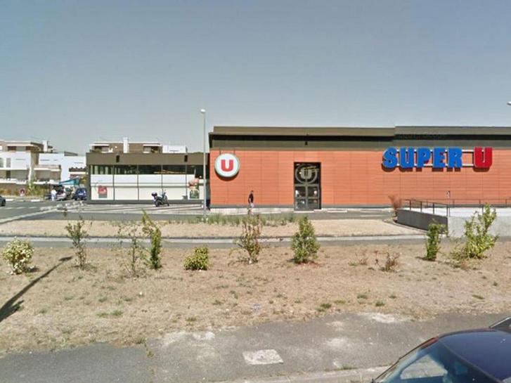 A Super U nevű üzlet, ahol a lövöldözés történt