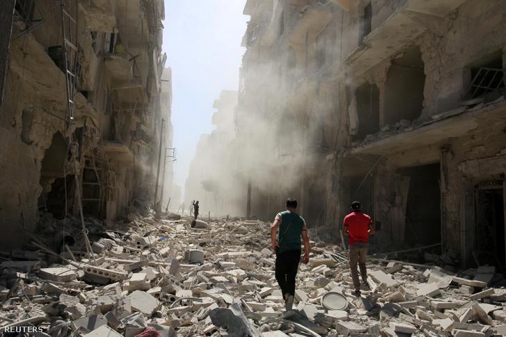 Bombázás nyoma Aleppóban, augusztus 25-én.