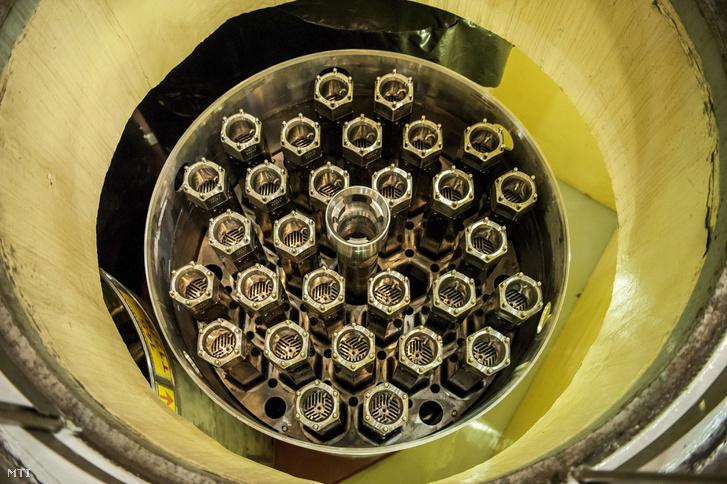 Új üzemanyag-kazetták a paksi atomerõmû egyik tárolójában 2014. augusztus 14-én. Az atomerõmû vezetõi a mai napon bejelentették hogy Oroszországba szállították a paksi atomerõmû 2003-as üzemzavara során megsérült üzemanyag-kazettákat.