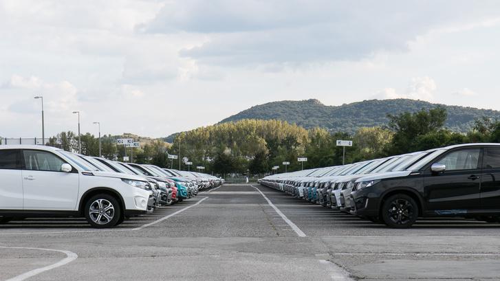 Az a benyomása az embernek, hogy kész autóból nagyobb a készlet, mint alkatrészekből
