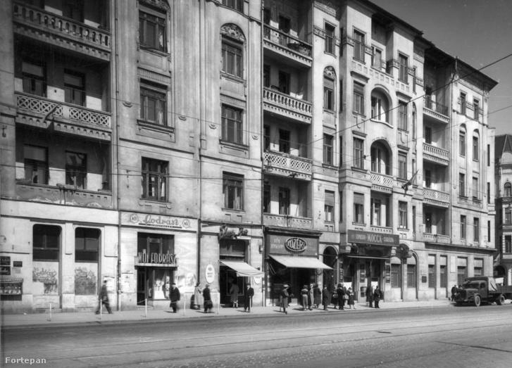 A Mokka presszó 1957-ben (a Közért mellett)