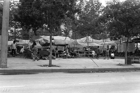 1976, sátortábor Pekingben a XX. század legnagyobb rengésének túlélői számára