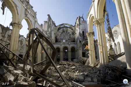 Egy katedrális romjai.