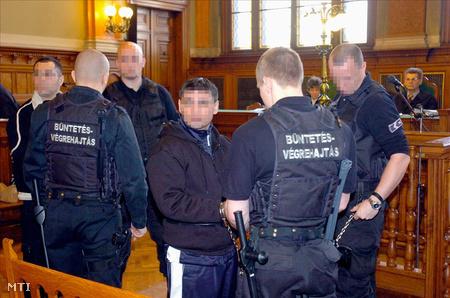 Magyar Róbert és társainak pere 2007-ben.