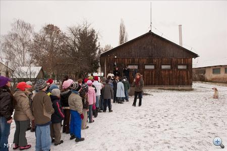 Kiszabadult klórgáz miatt ki kellett üríteni egy óbudai iskolát