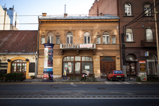 A századfordulón Lehmayer Nándor sütőmester műhelye és lakása volt a kiadó épület. A hagyomány utána is folytatódott és az államosítást követően a II. sz. Sütőipari Vállalat üzlete és irodái működtek benne.