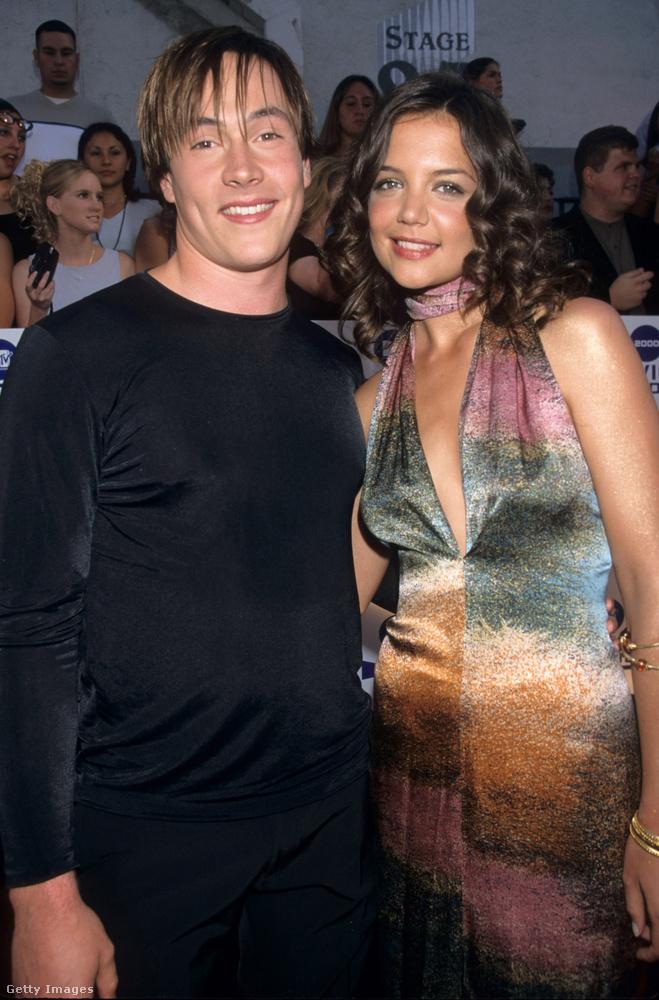Katie Holmes 2000-ben ismerkedett meg Chris Kleinnel, aki el is jegyezte a színésznőt, de végül 2005-ben szakítottak