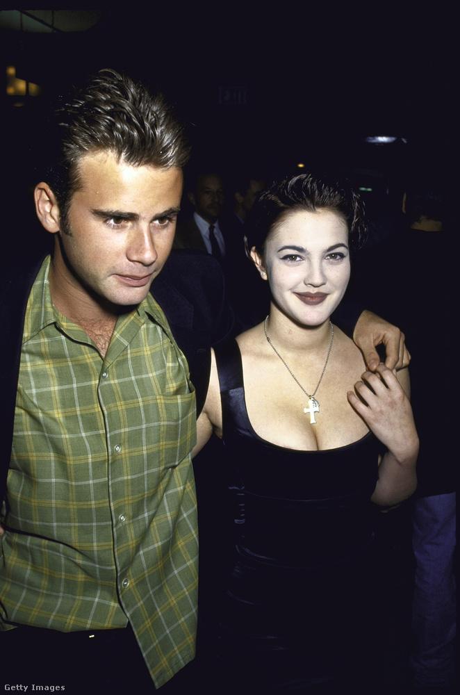 A magyar származású Drew Barrymore és Jamie Walters színész-énekes '92 és '93 között alkotott egy párt, az eljegyésre is sor került, de végül nem házasodtak össze