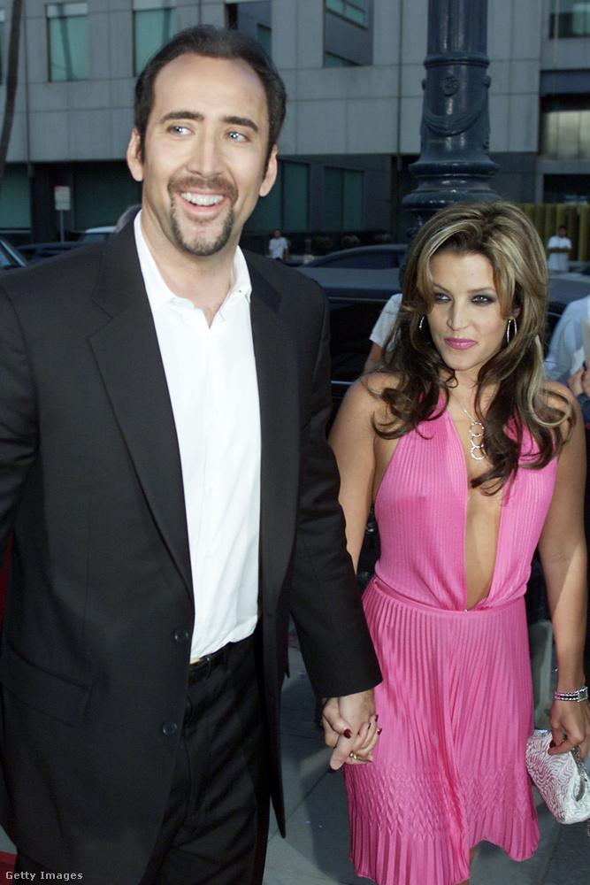 Nicolas Cage 2002 augusztusában vette feleségül látványos esküvőn Elvis Presley lányát, Lisa Marie Presley-t, három hónappal később azonban már be is adta a válópert.