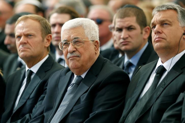 Mahmúd Abbász palesztin elnök, Donald Tusk és Orbán Viktor között