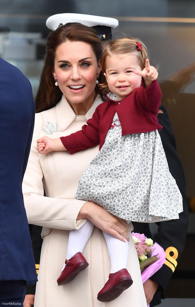 Húga, Sarolta hercegmő pedig természetesen a legcukibb másfél éves.