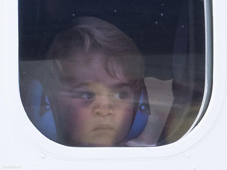 ...a magánrepülőn pedig György természetesen az ablak mellé ült