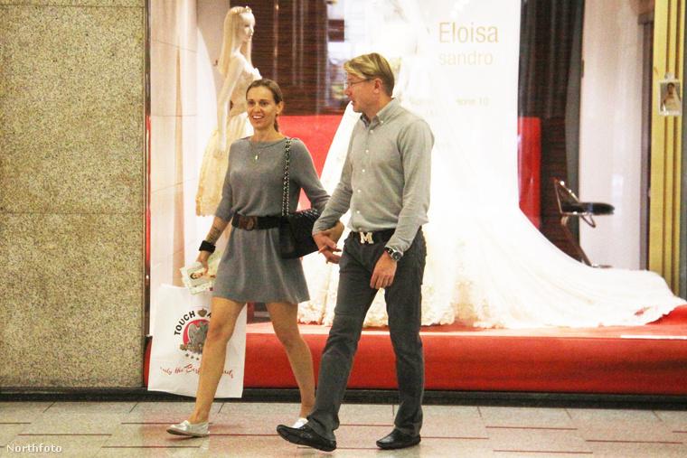 A napokban Milánóban sétálgatott Mika Häkkinen egykori Forma 1-es finn pilóta, és jelenlegi szerelme, a cseh Markéta Remešová