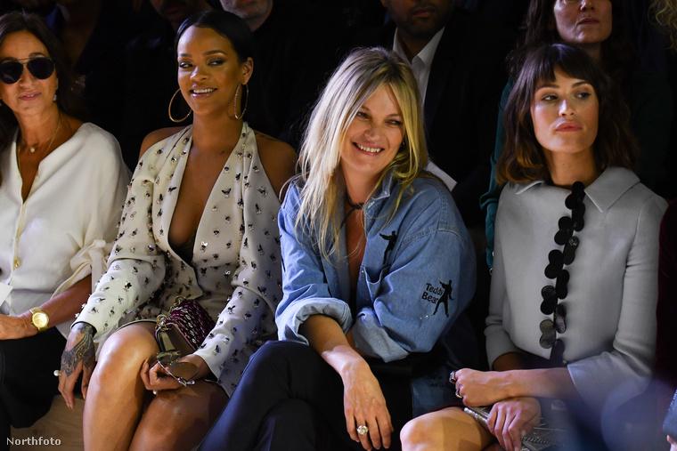 Rihanna és Kate Moss például egymás mellett izgulták végig Christian Dior 2017-es tavaszi/nyári kollekciójának bemutatóját.