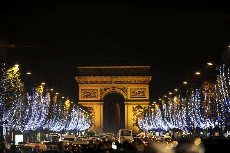Az incidens a párizsi Diadalív környékén történt