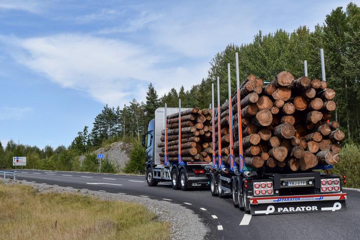 A mifelénk megszokott 16,5 méteres kamion hosszát még kilenccel toldják meg, hogy kijöjjön az úgynevezett extra európai szerelvény
