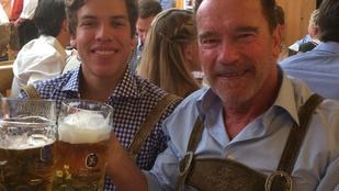 Instahíradó: Arnold Schwarzenegger az Oktoberfesten sörözik