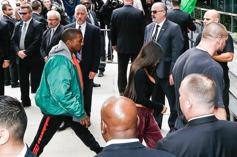 A vasárnap esti támadás után a celebnő már haza is tért New Yorkba, a reptéren természetesen férje, Kanye West fogadta