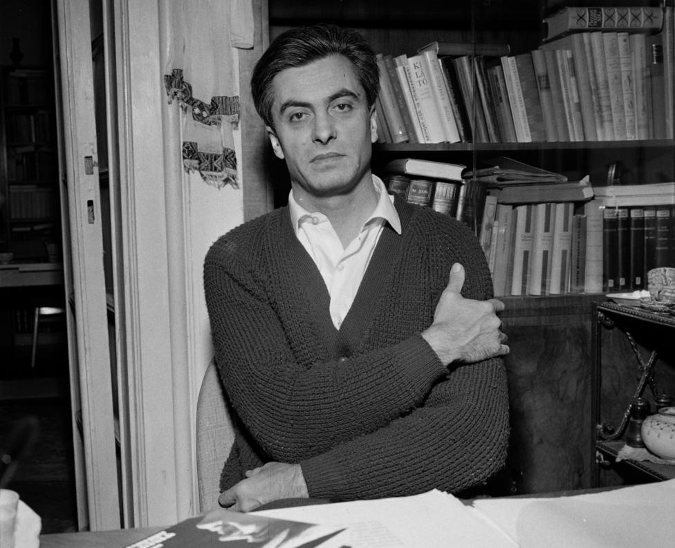 """A költő, író, műfordító, balladagyűjtő, publicista, szerkesztő Csanádi Imre neve ma már Rab Zsuzsáénál is jobban kikopott a köztudatból. Csanádi Zámolyon született, mint Csoóri Sándor. Rövid ideig volt a Képzőművészeti Főiskola, majd a Győrffy-kollégium növendéke, aztán bevonult és orosz hadifogságba került. Innen 1948-ban tért haza. Ezután folyóiratok (Szabad Föld, Szabad Ifjúság) és könyvkiadók (Magvető, Szépirodalmi) munkatársa, 1976–1980 között az Új Tükör főszerkesztője volt. Verseket írt és balladákat gyűjtött, bezsebelt három József Attila és egy Kossuth díjat.                         A Rab-Csanádi házasság 1969-ben, 4 év után felbomlott. A kortársak """"nagyon rossz"""" házasságként emlegették, mert """"Imre nem volt könnyű ember."""" Nem engedte a nagy vendégségeket, felesége nem ihatott: """"Imre határozottan kijelentette, hogy azt nem! Nő, ilyet, nem! Rátette a poharára a kezét."""""""