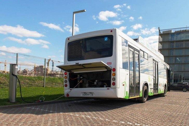 A busz töltőn
