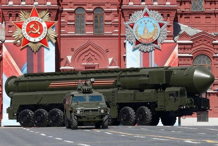 Rs-24-es interkontinentális ballisztikus rakéták egy győzelem napi felvonuláson, Moszkvában