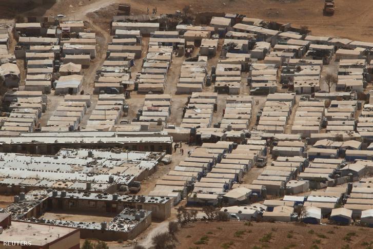 Menekülttábor Libanonban, a szíriai határ mellett
