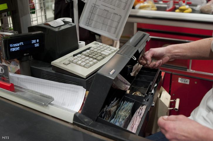 Online pénztárgép Budapesten a SPAR Magyarország Kft. Bécsi úti szupermarketében