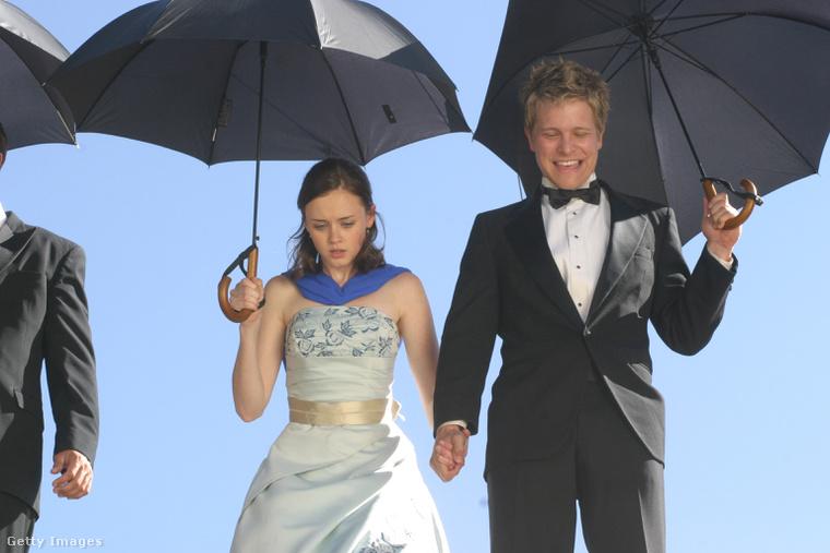 Az új rész címe: A Year in the Life, vagyis Egy év az életben, amiben Rory és Logan talán újra összejönnek.