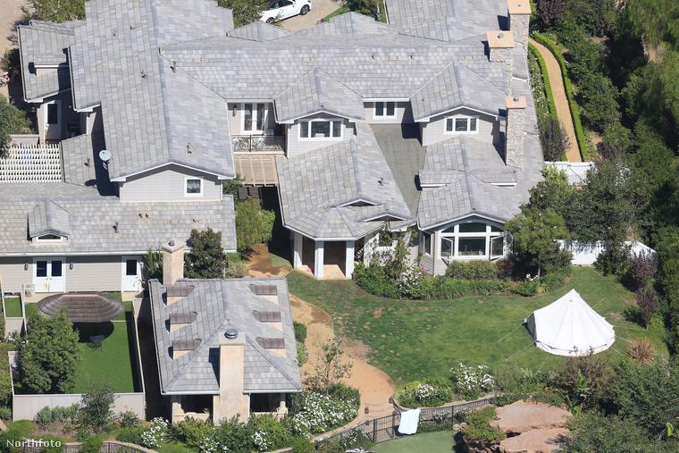Ez lenne az a 7 millió dollárt érő malibui ház, ahol a színésznő a gyerekeivel együtt tölti a mindennapjait a válás bejelentése óta